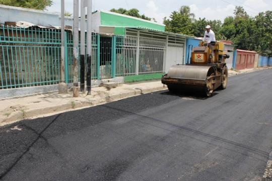 Rehabilitación y construcción de vialidad avanza en la entidad