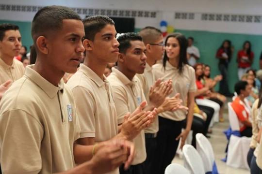 Gobernador Tareck El Aissami apadrinó graduación de bachilleres