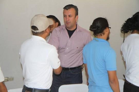 Conferencia por la paz con estudiantes de la UPEL