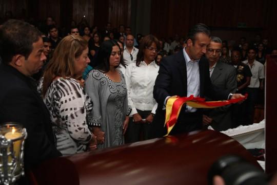 Tareck El Aissami entregó reconocimiento post morten a William Querales