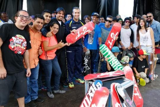 El Aissami inauguró complejo deportivo Capitán José Guillén Araque en La Victoria