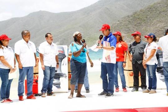 El Aissami otorgó 40 motores a pescadores de Choroní