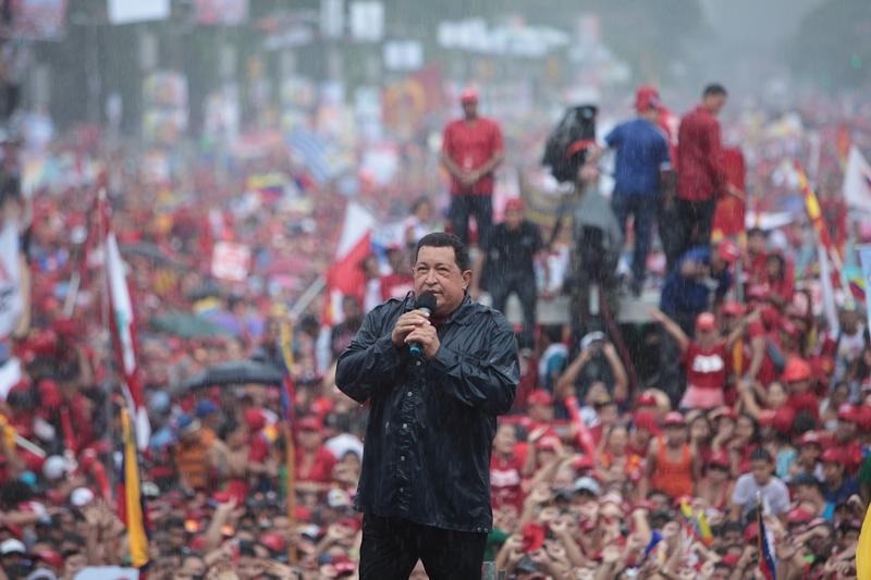 El centro de Caracas se tornó rojo rojito con la marea de pueblo que acompañó al Chávez en el cierre de la Campaña Carabobo (04 de octubre de 2012)