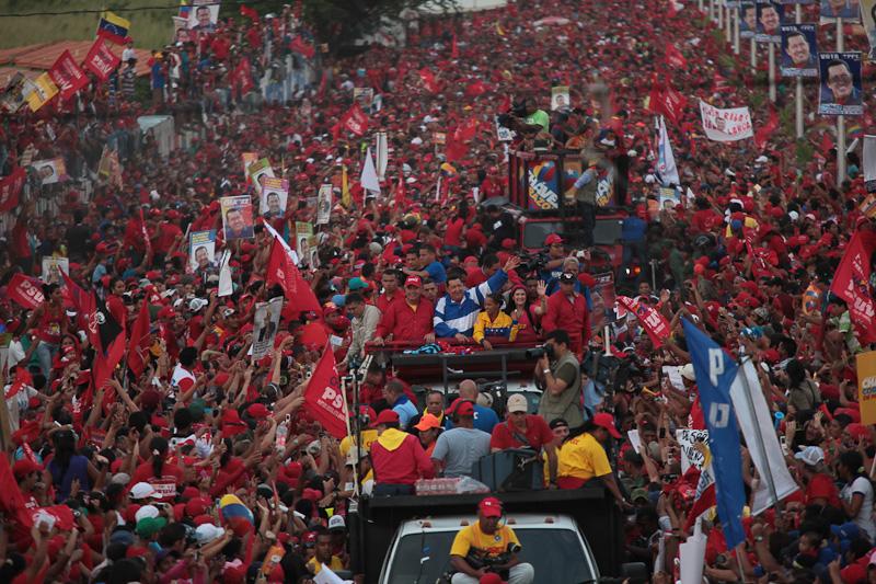 Las calles de Acarigua de plenaron de pueblo para acompañar al Candidato de la Patria (24 de septiembre de 2012)