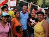 Tareck El Aissami visitó el sector La Pedrera del municipio Girardot. Conoció sobre el estado de las calles y las casas ubicadas en un sector de alto riesgo. 23 de noviembre 2012.