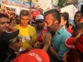 Tareck El Aissami caminó por las calles de Turmero en compañía de una multitud que le recibió. Las y los integrantes de la JPSUV acompañaron la actividad que se revistió de alegría y color. 7 de diciembre de 2012