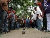 El pueblo de Aragua acompañó a Tareck El Aissami en una caravana por la Victoria Perfecta. El Aissami fue escoltado por una nutrida representación de motorizados y vehículos, se movilizó por diferentes sectores de Maracay, hasta llegar a Caña de Azúcar en el municipio MBI. 8 de diciembre de 2012.