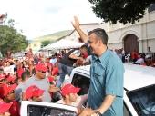 """El Aissami recorrió comunidades de San Francisco de Asís y Tocorón del municipio Zamora donde afirmó: """"Elevamos nuestras oraciones para que estas horas difíciles, el comandante esté acompañado por Dios y la Patria en este proceso de recuperación"""". 12 de diciembre de 2012."""