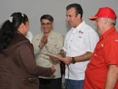 Entrega de créditos a los Consejos Comunales del municipio Tovar. 10 de septiembre de 2013