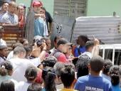 Entrega de enseres a las familias del sector Los Cocos. 17 de mayo de 2013.