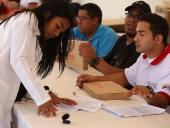 Entrega de tabletas Canaima a estudiantes de medicina integral