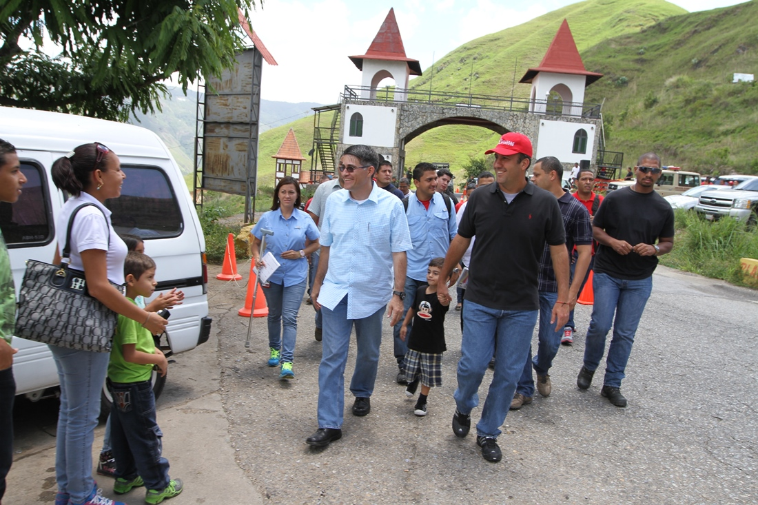 Inspección a carretera Colonia Tovar - La Victoria. 2 de junio de 2013.