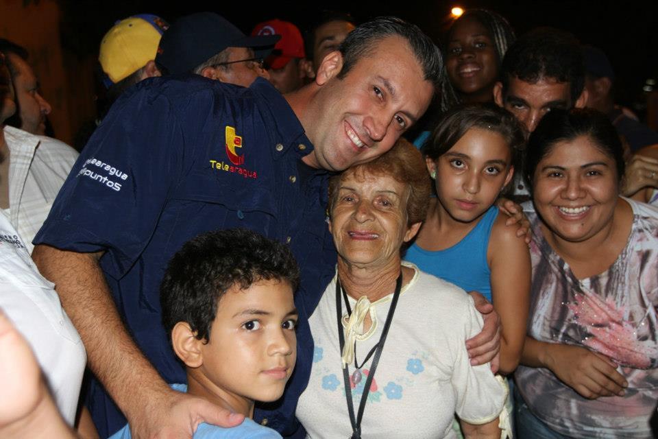 Tareck El Aissami recorrió el sector Aguacatal I y II y La Vega. 08 de mayo de 2013.