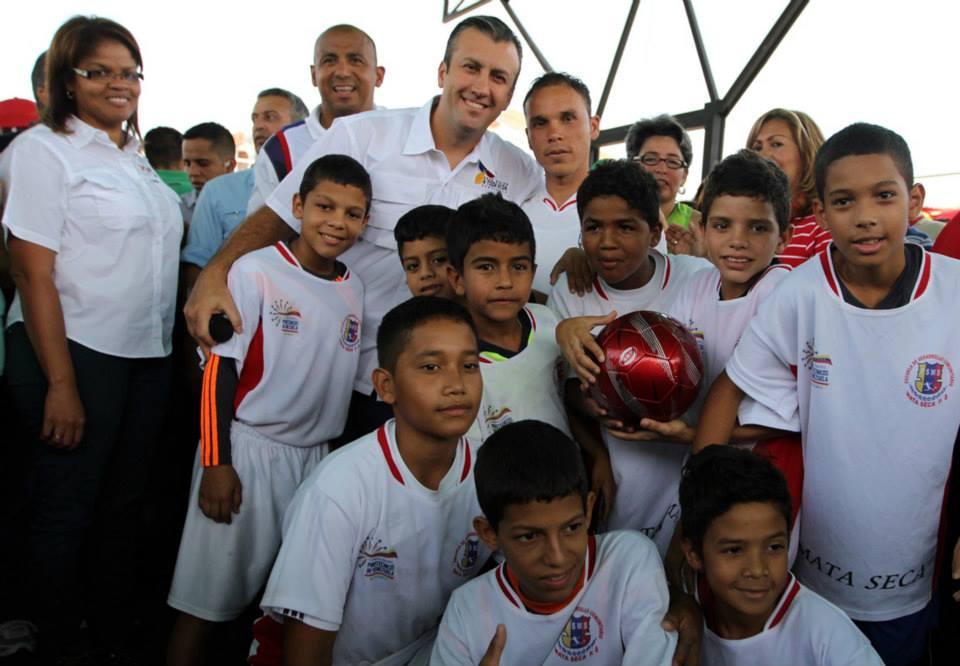 Rehabilitación de canchas deportivas en el sector el Limón. 21 de junio de 2012