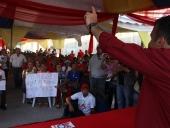 Tareck El Aissami se reunió con las trabajadoras y trabajadores de sanitarios Maracay. Escucho sus sugerencias y quejas. Informo que conformará un consejo de trabajadoras y trabajadores. 20 de noviembre de 2012.