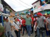 Tareck El Aissami participó en una oración popular para pedir a Dios por la pronta recuperación del presidente Hugo Chávez en la iglesia de la Plaza Bolívar de Chuao en Mariño. Donde afirmó: