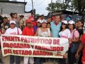 Tareck El Aissami recorrió calles de la parroquia Magdaleno en el municipio Zamora, donde aseguró que creará un fondo especial para artesanas y artesanos. 30 de noviembre de 2012.