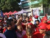 Tareck El Aissami recorrió las calles del sector San Vicente, como parte de sus actividades de campaña. La caminata ocurrió tras la inauguración de la empresa de asfalto del municipio Girardot. 29 de noviembre de 2012.