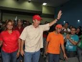 Tareck El Aissami se reunió con trabajadores de la Gobernación de Aragua, les pidió organización y unidad, para fortalecer la política revolucionaria y socialista del país. Estos manifestaron respaldo a su candidatura. 11 de diciembre de 2012.