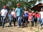 Tareck El Aissami realizó un recorrido en el Parque Nacional Henri Pittier, durante la jornada plantó un Araguaney y un Apamate. Posteriormente subió hasta el sector Rancho Grande, donde conversó con miembros de Inparques, la Brigada Traga Humo y particulares amantes de la naturaleza. 18 de noviembre de 2012.