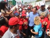 Tareck El Aissami realizó una caminata por el sector La Segundera en Cagua, municipio Sucre. Recorrió desde la avenida principal con calle tres hasta la ocho. Tardó más de dos horas en la caminata. 20 de noviembre de 2012.