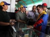 Entrega de financiamientos a productores y productoras del Sur de Aragua. 4 de junio de 2013.